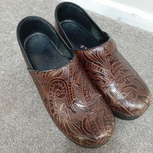 Dansko Brown Tooled Professional Mules Clogs Shoes